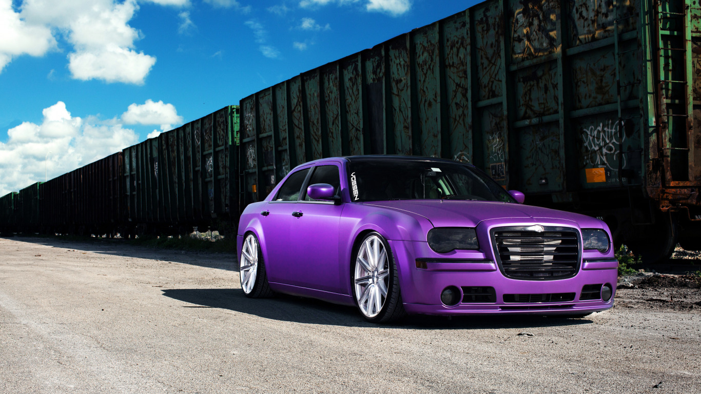 https://img1.goodfon.com/original/1366x768/d/66/chrysler-300-vossen-wheels-7552.jpg