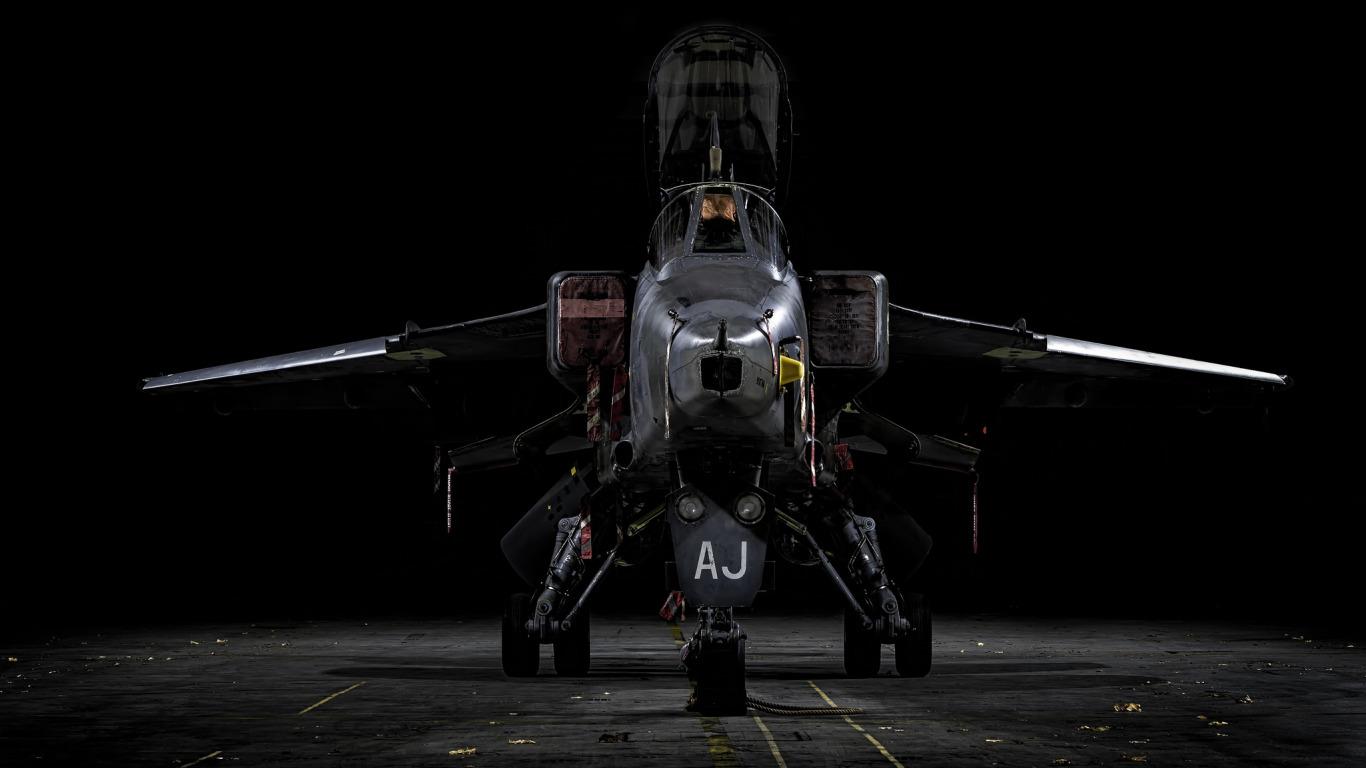 https://img1.goodfon.com/original/1366x768/f/6f/sepecat-jaguar-istrebitel-bombardirovshchik-aerodrom.jpg