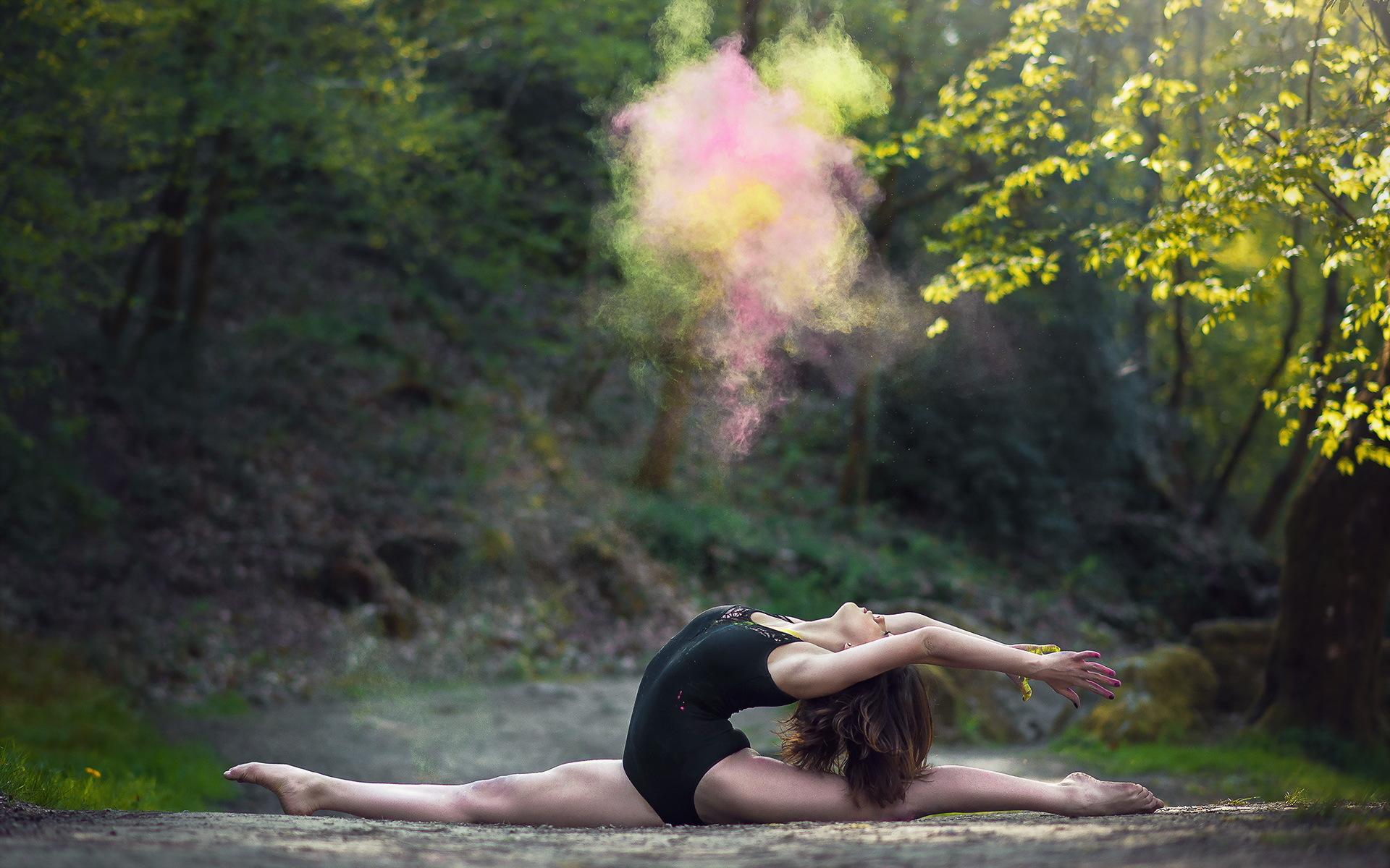 проникновению чужеродного гимнастки девушки на озере фото сама