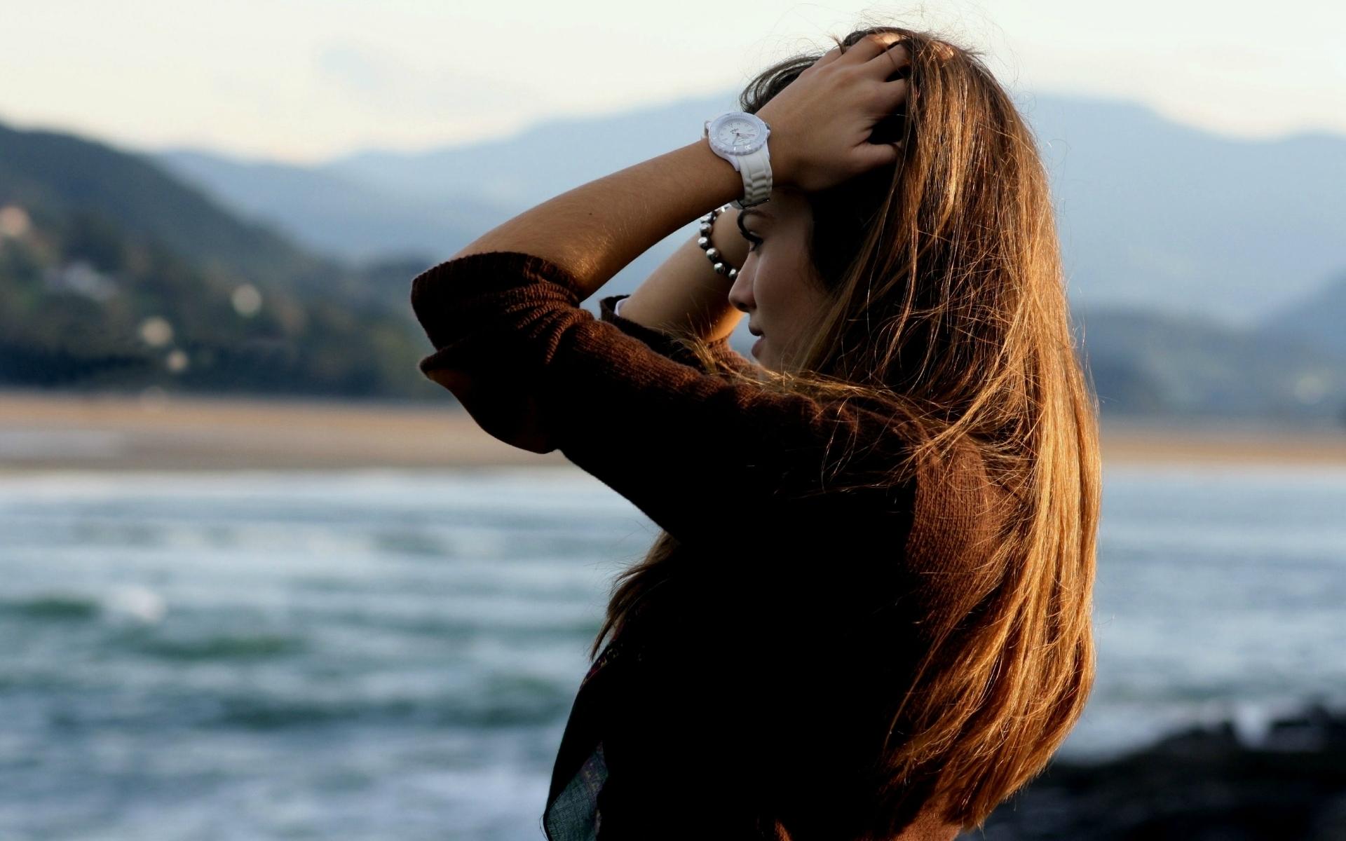 Фото девушка сбоку на аву