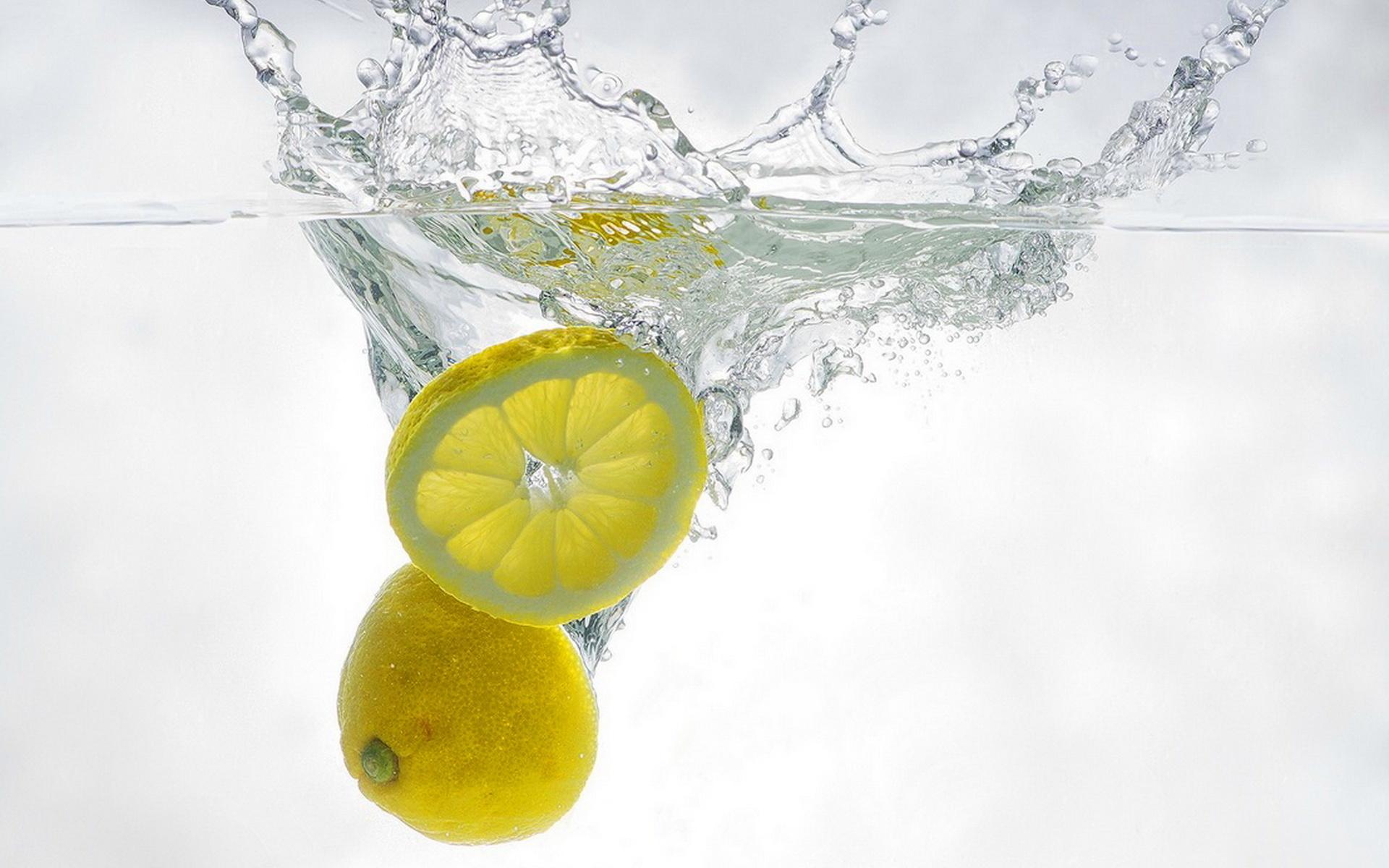 Дольки лимона в стакане  № 3698161 бесплатно