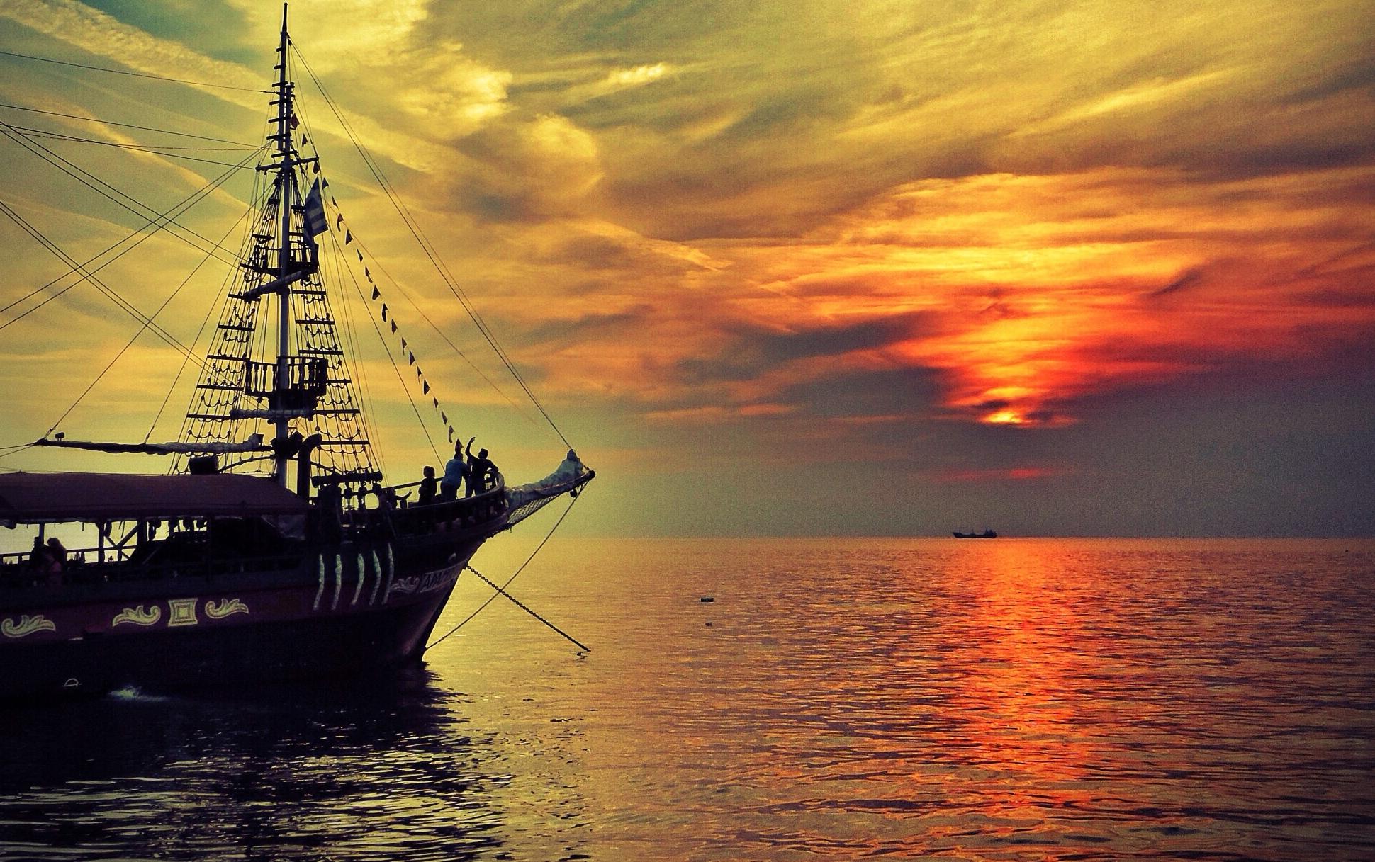корабли на закате  № 3504019 бесплатно