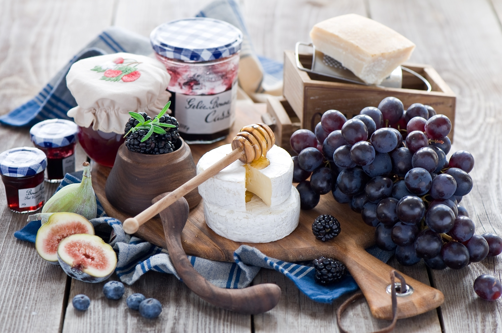 еда чай пирожные виноград  № 378015 загрузить