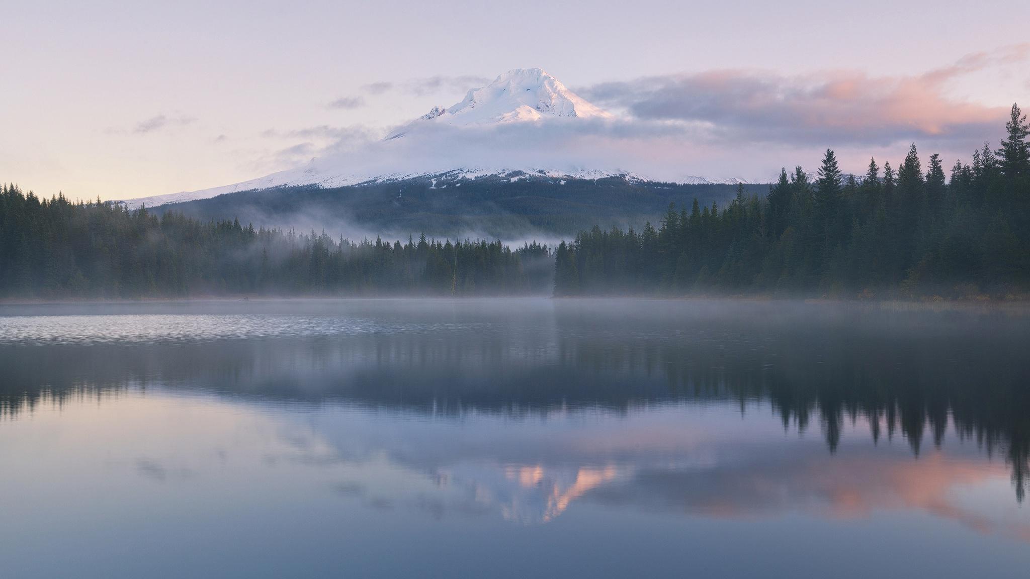 горы отражение лес туман  № 2832613 бесплатно