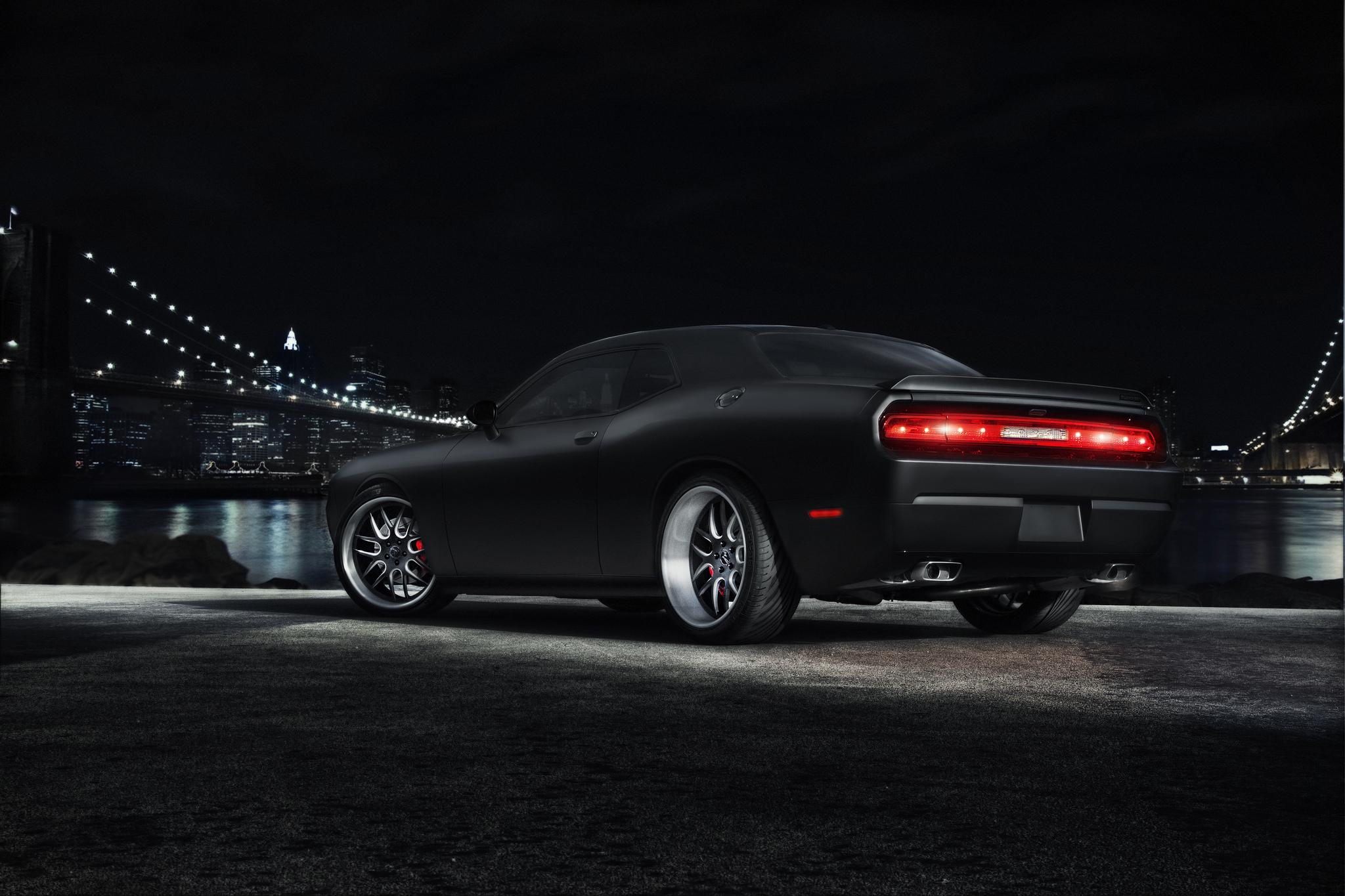 красный спортивный автомобиль Dodge Challenger red sports car  № 728351 бесплатно