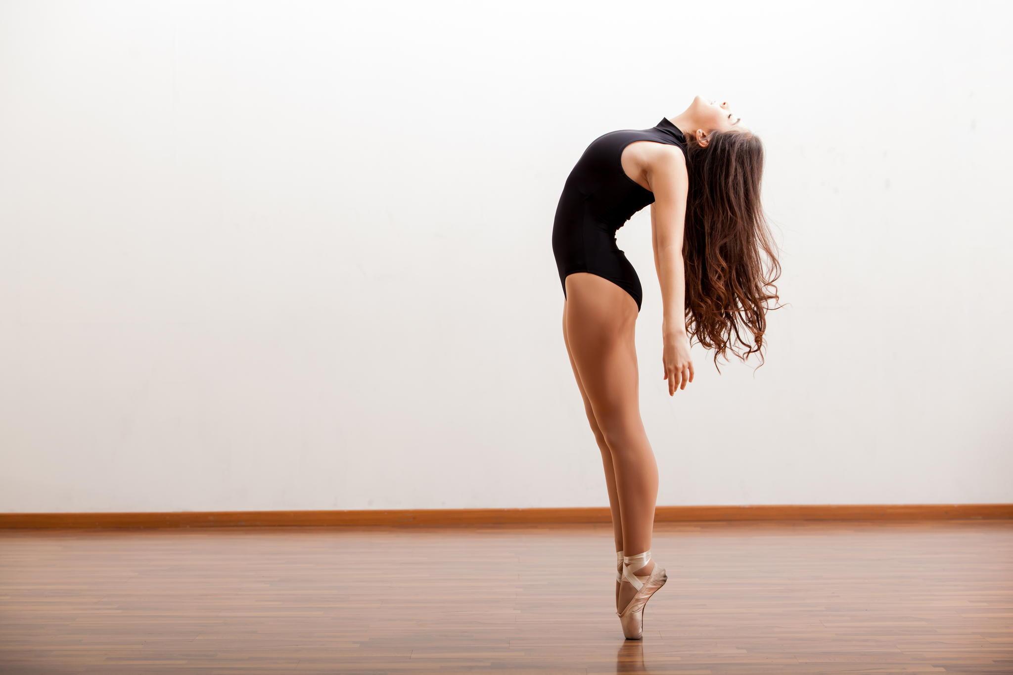 Танец красивой девушки  № 350523 бесплатно