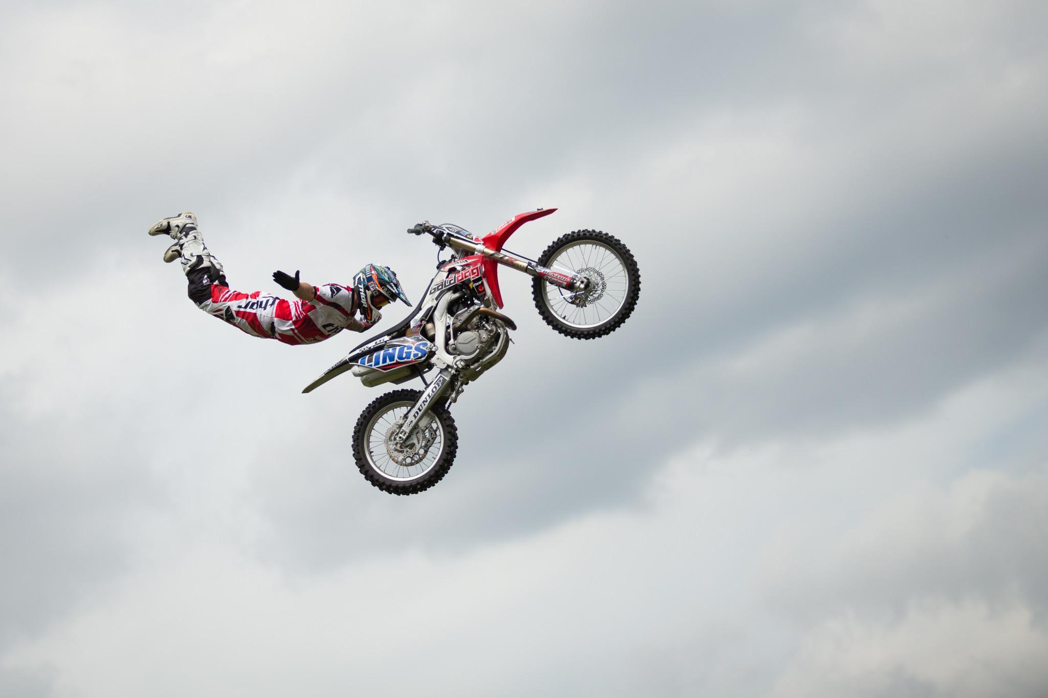 Прыжок на котоцикле  № 1580360 без смс