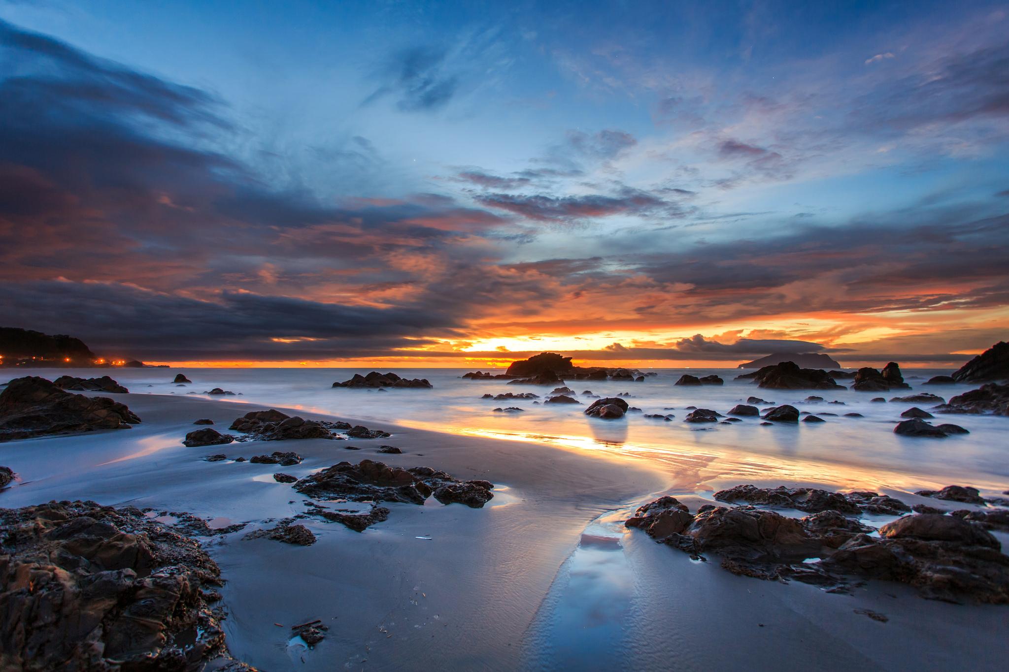 море океан камни скалы закат sea the ocean stones rock sunset  № 2530550 загрузить