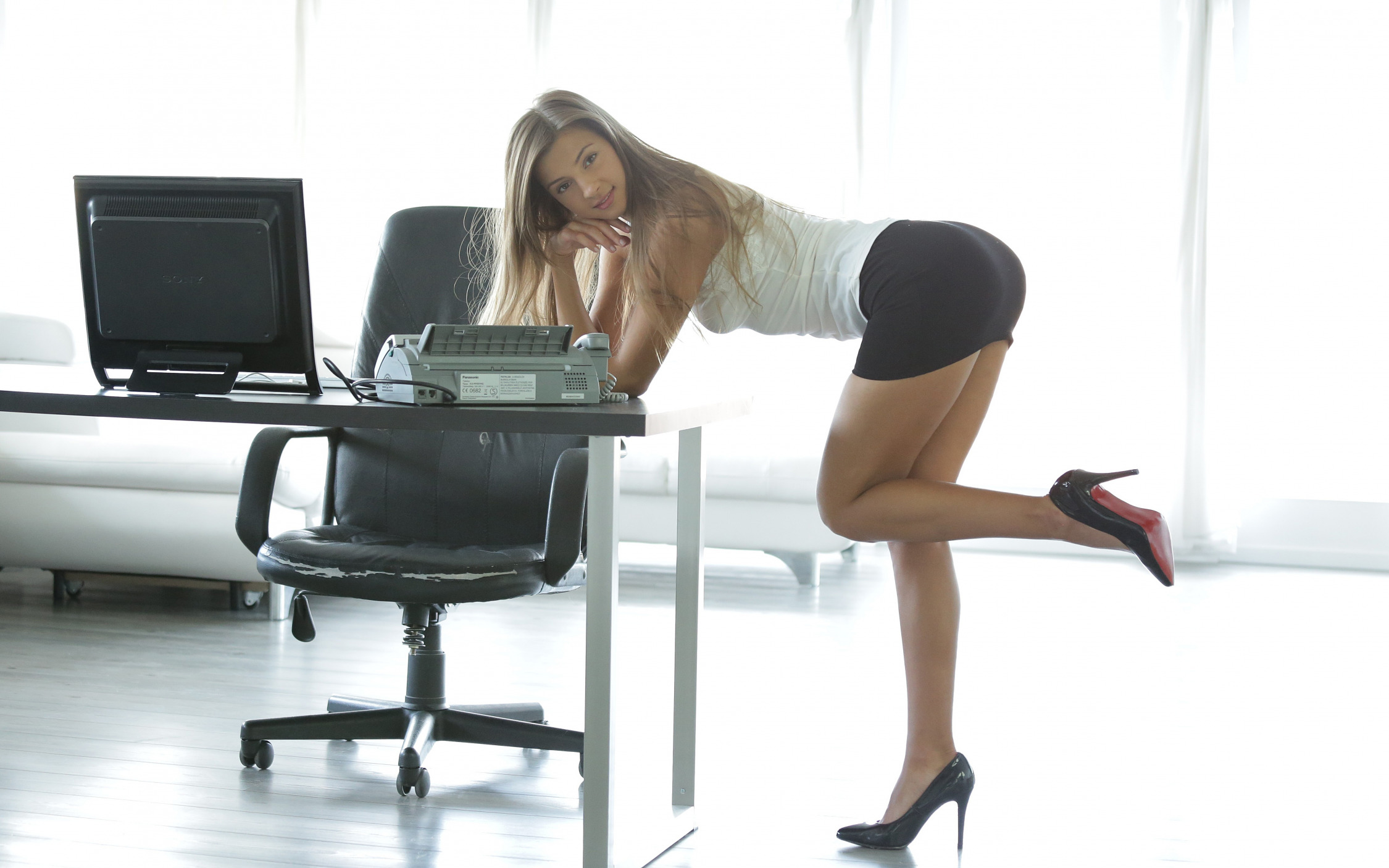 Outstanding babes at the office are giving many wet blowjobs № 574723 загрузить