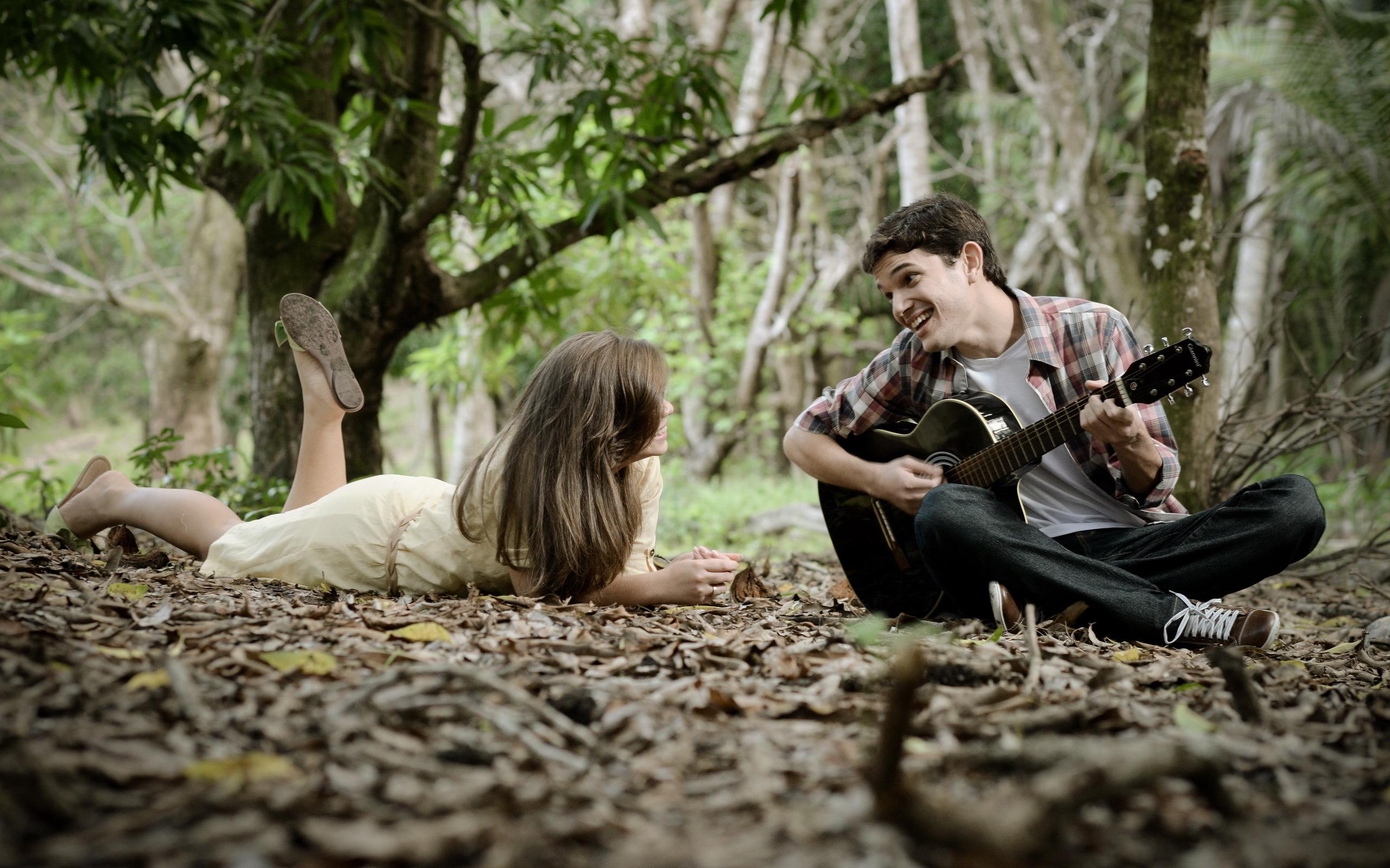 парень гитара мужчина природа дерево  № 3470106 бесплатно