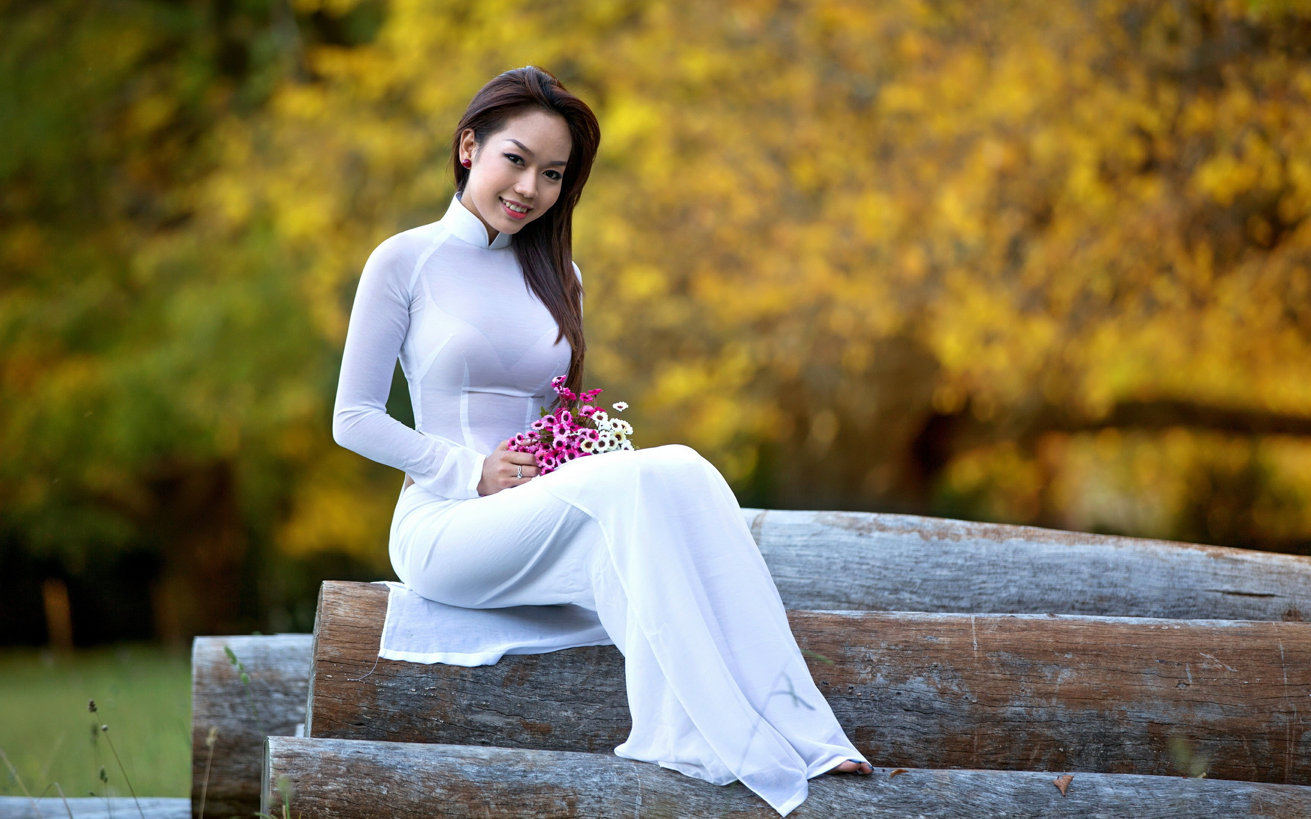 Азиатки в платьях фото #1