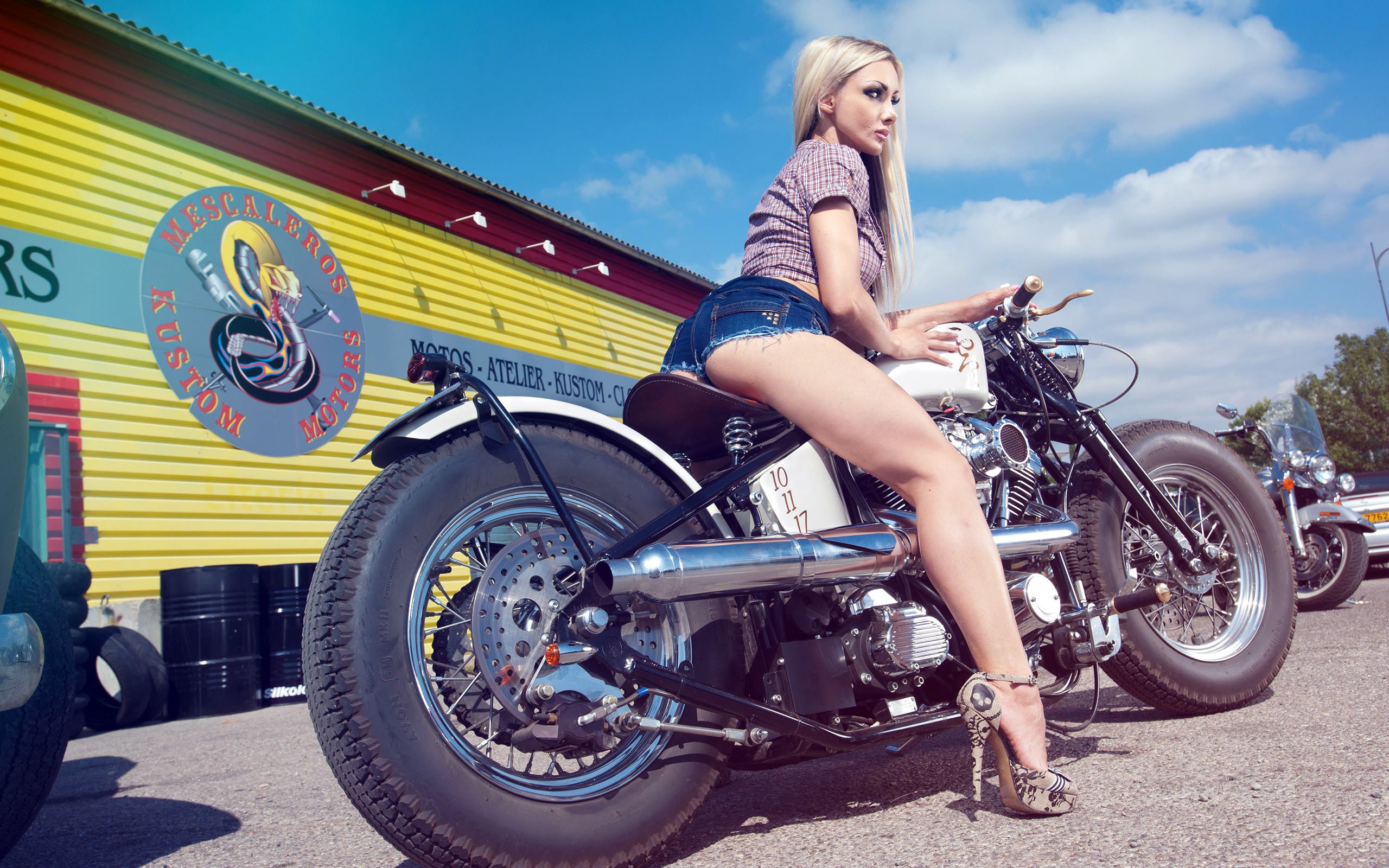 sexy-girls-motorcycles-daddy-naked