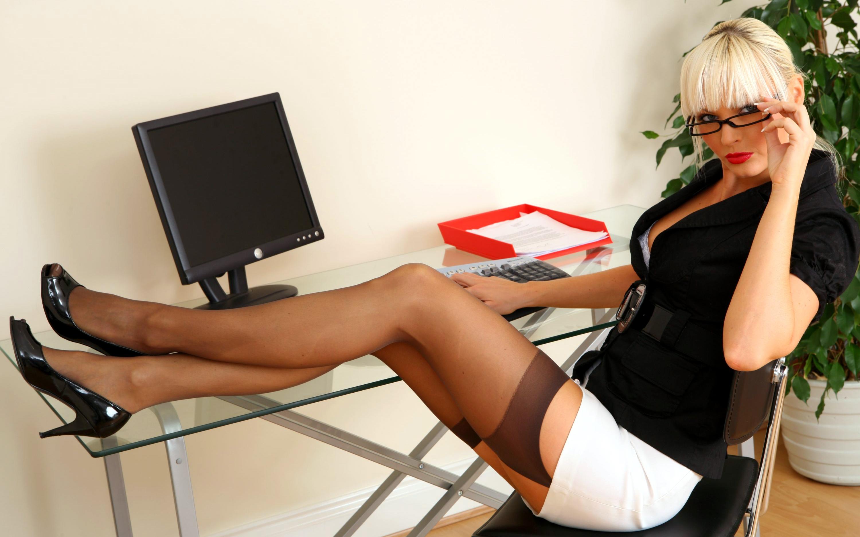 смотреть стройные секретарши - 4