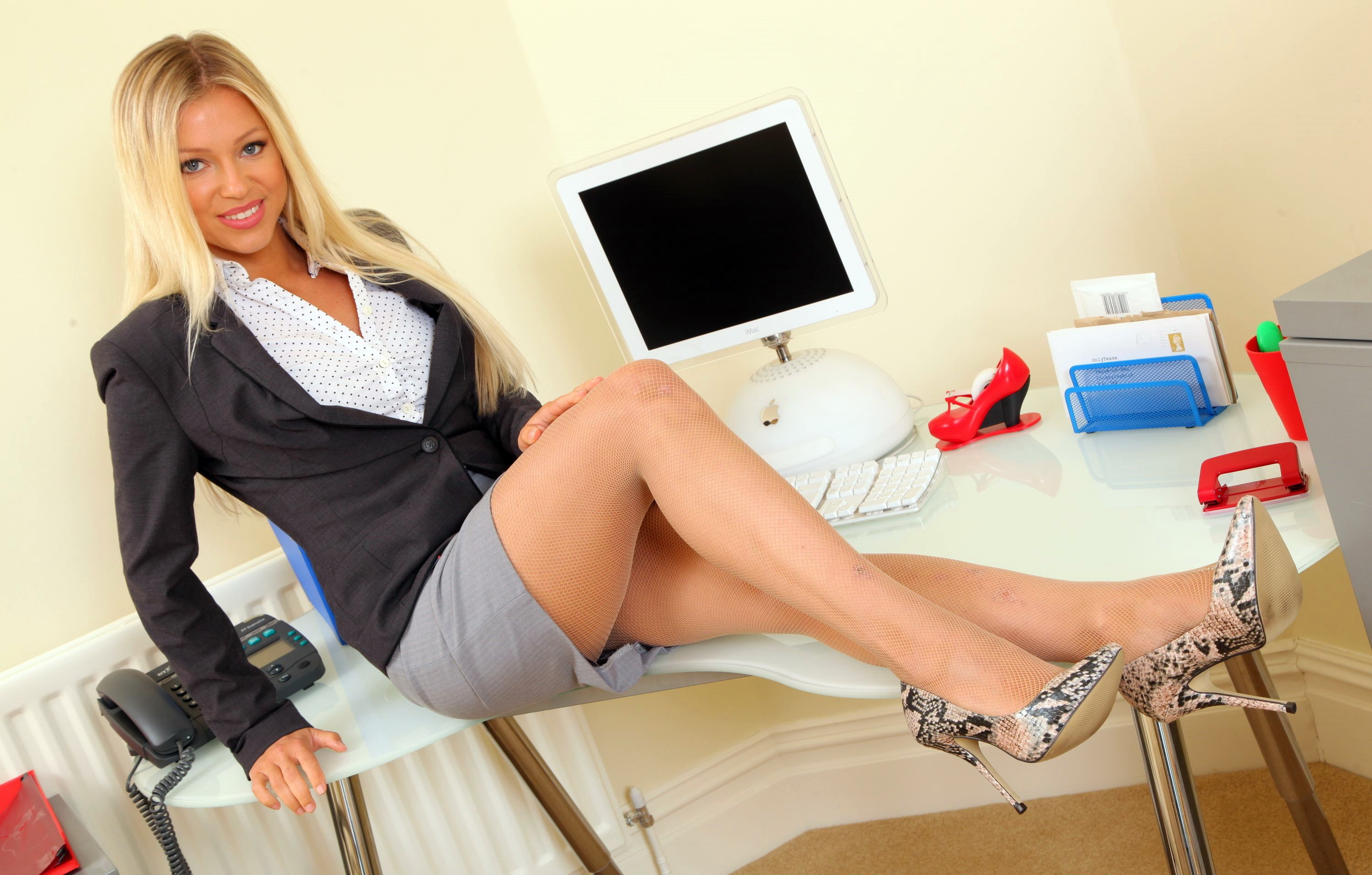 Blond secretary Lucy Zara slides her upskirt panties aside to masturbate  950397
