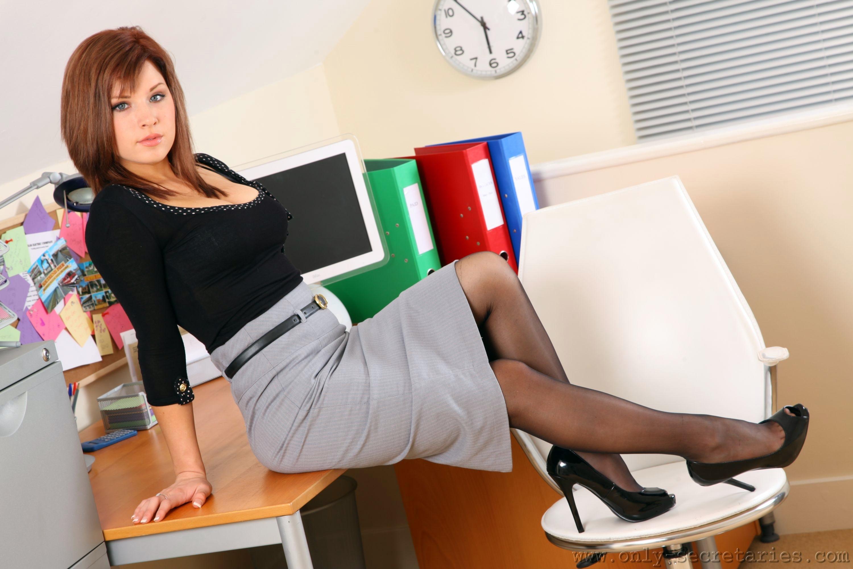 Девушки в колготках в офисе фотосессии мужики ебут