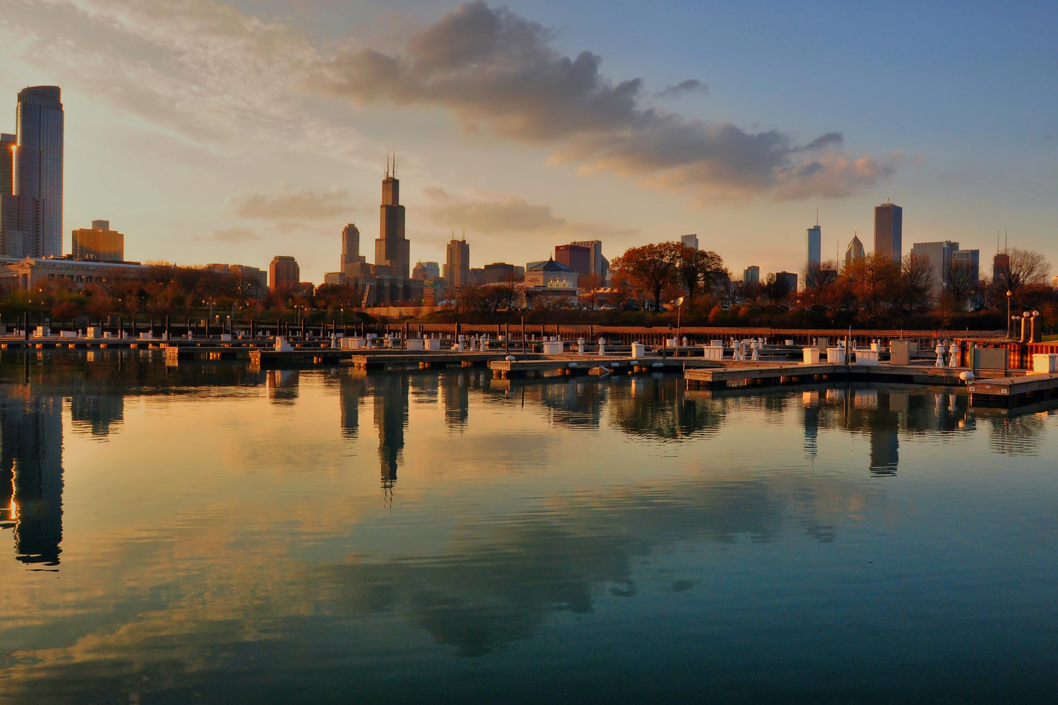 Ночной порт в Чикаго  № 3504514 без смс
