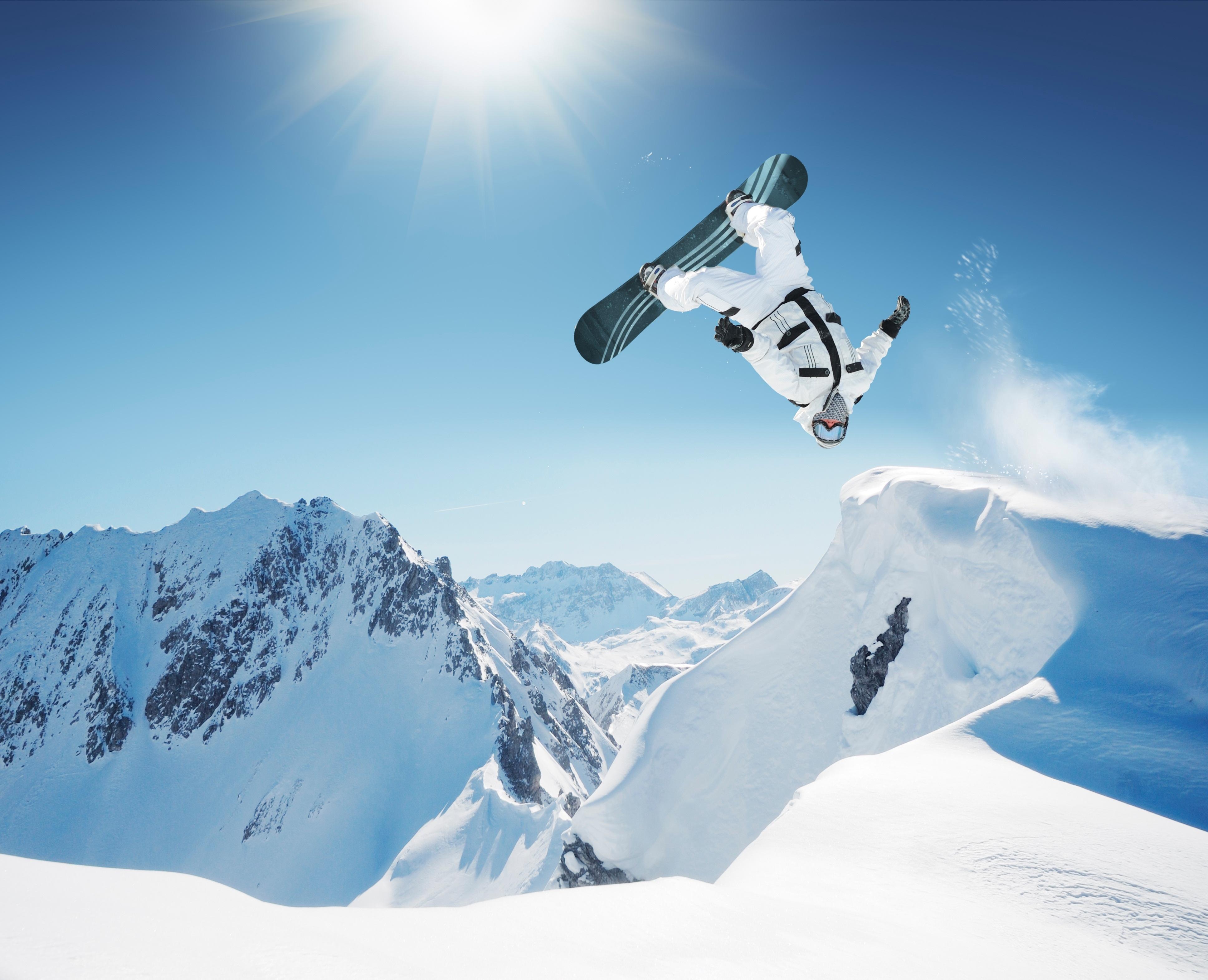 Лыжник прыжок горы небо  № 3308989 загрузить