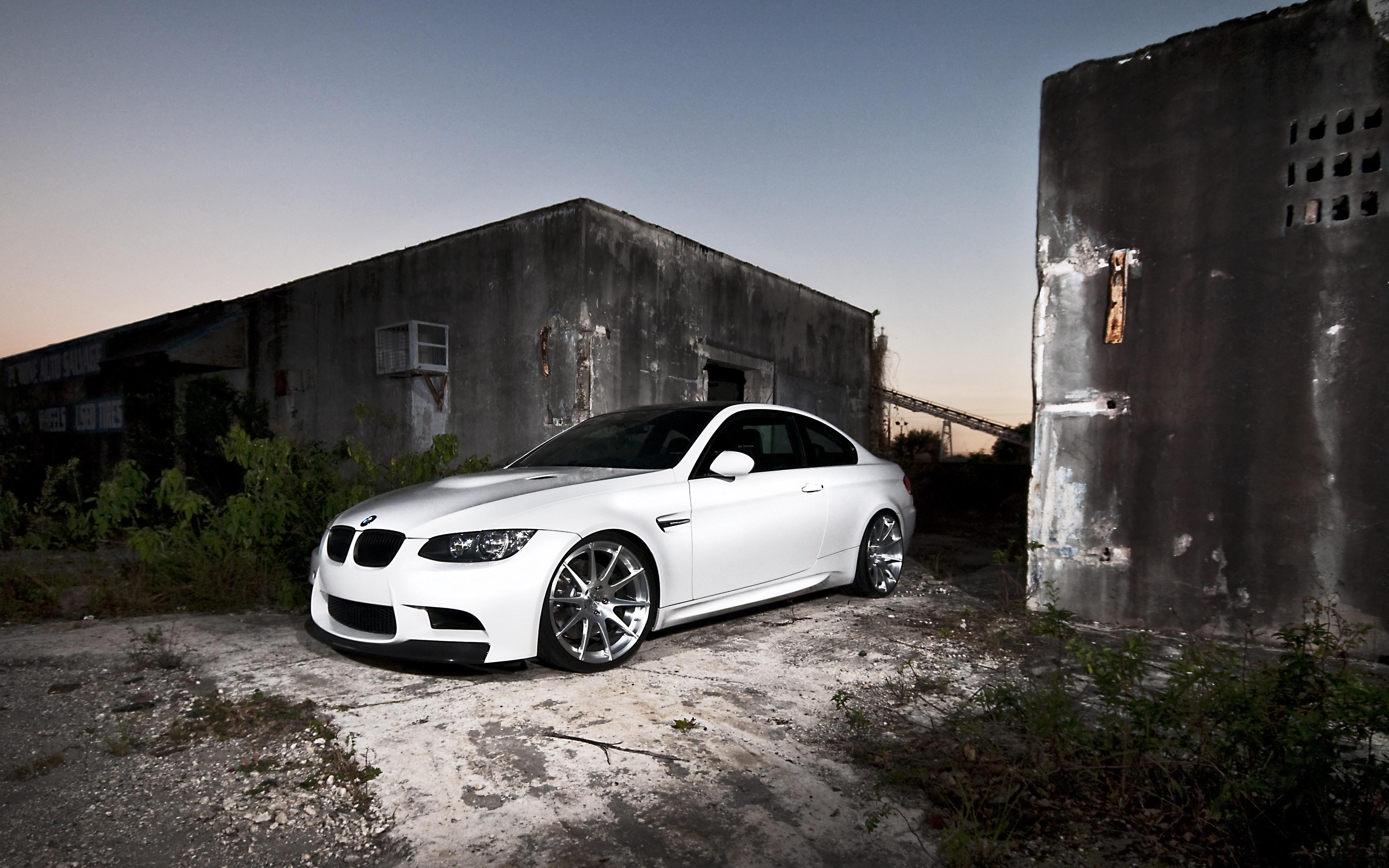 серо-белая BMW  № 477504  скачать