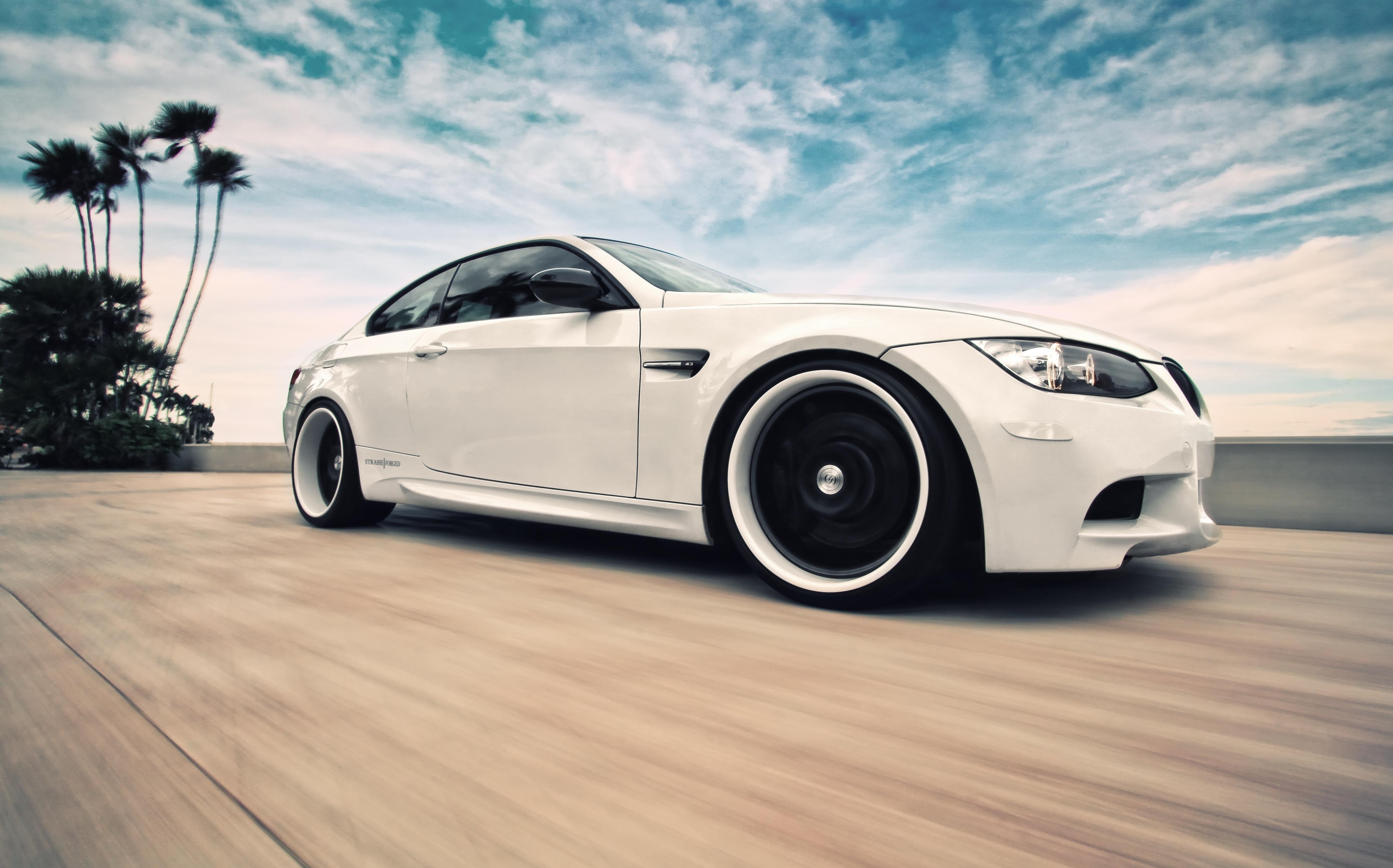 белый спортивный автомобиль bmw m3 e92  № 1015643  скачать