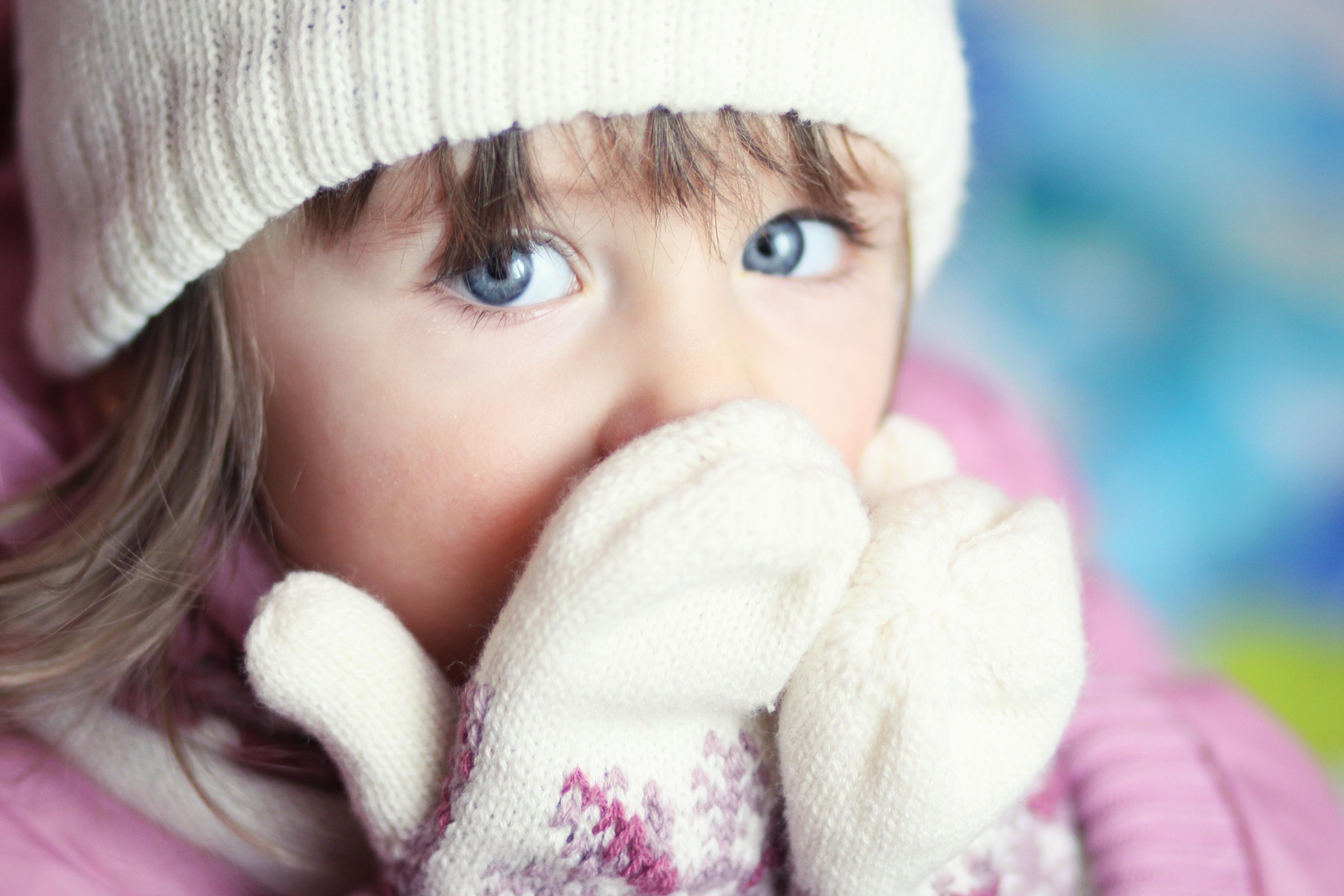 Девочка в вязаной шапочке  № 1822065 загрузить
