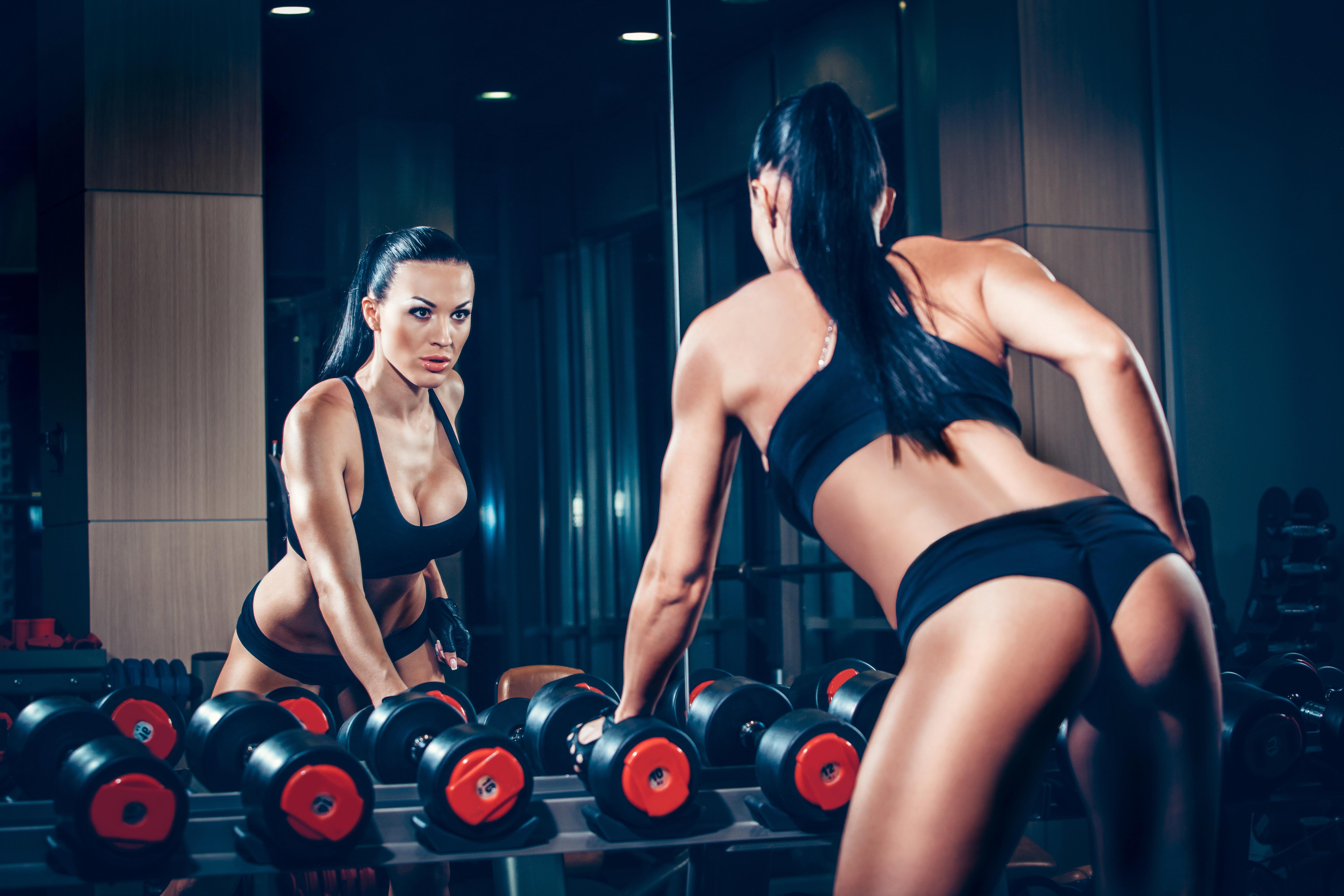 Сексуальный фитнес клуб, Подтянутые Девушки в Спортзале, Жесткий Трах 9 фотография