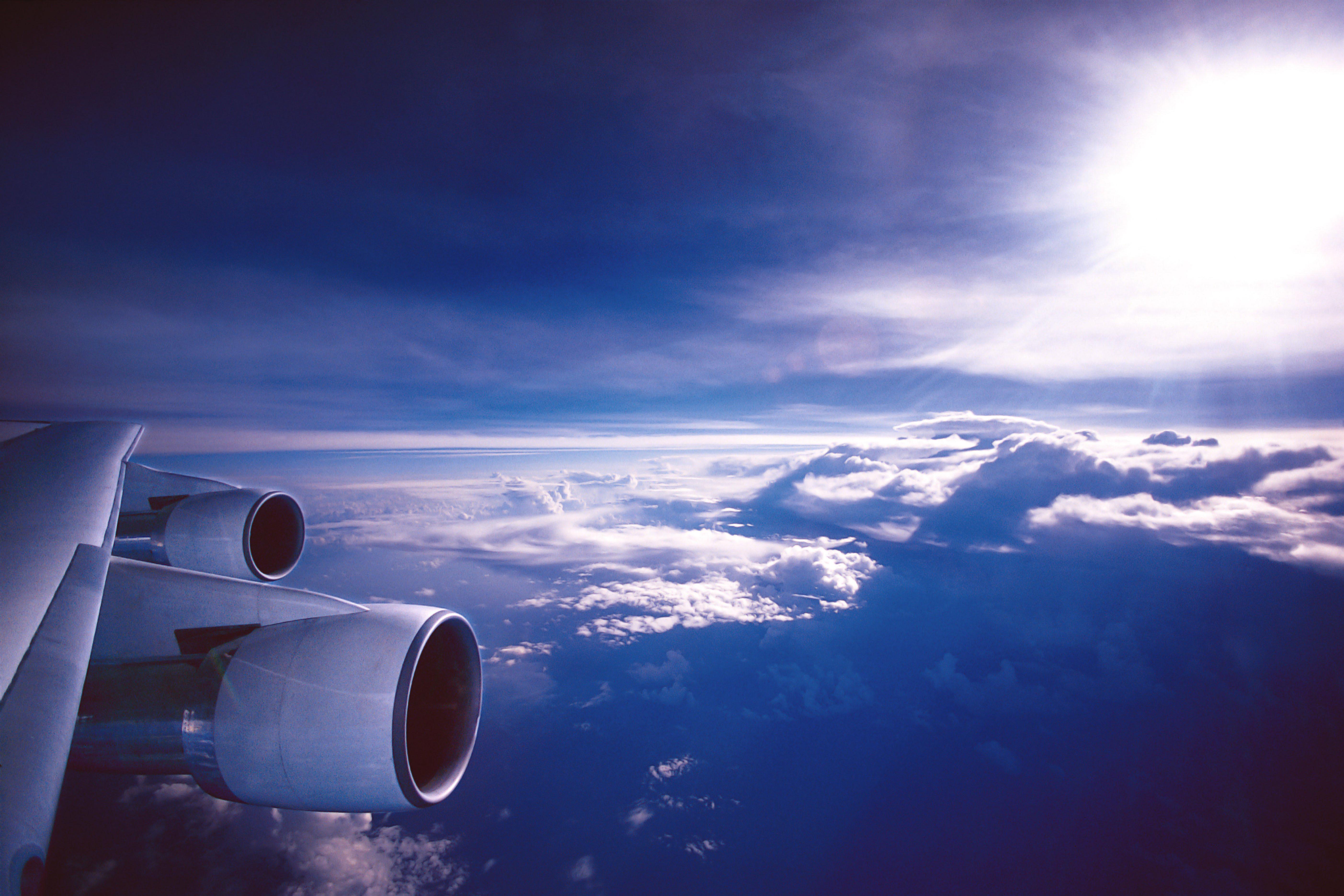 Авиалайнер в воздухе  № 2357386  скачать