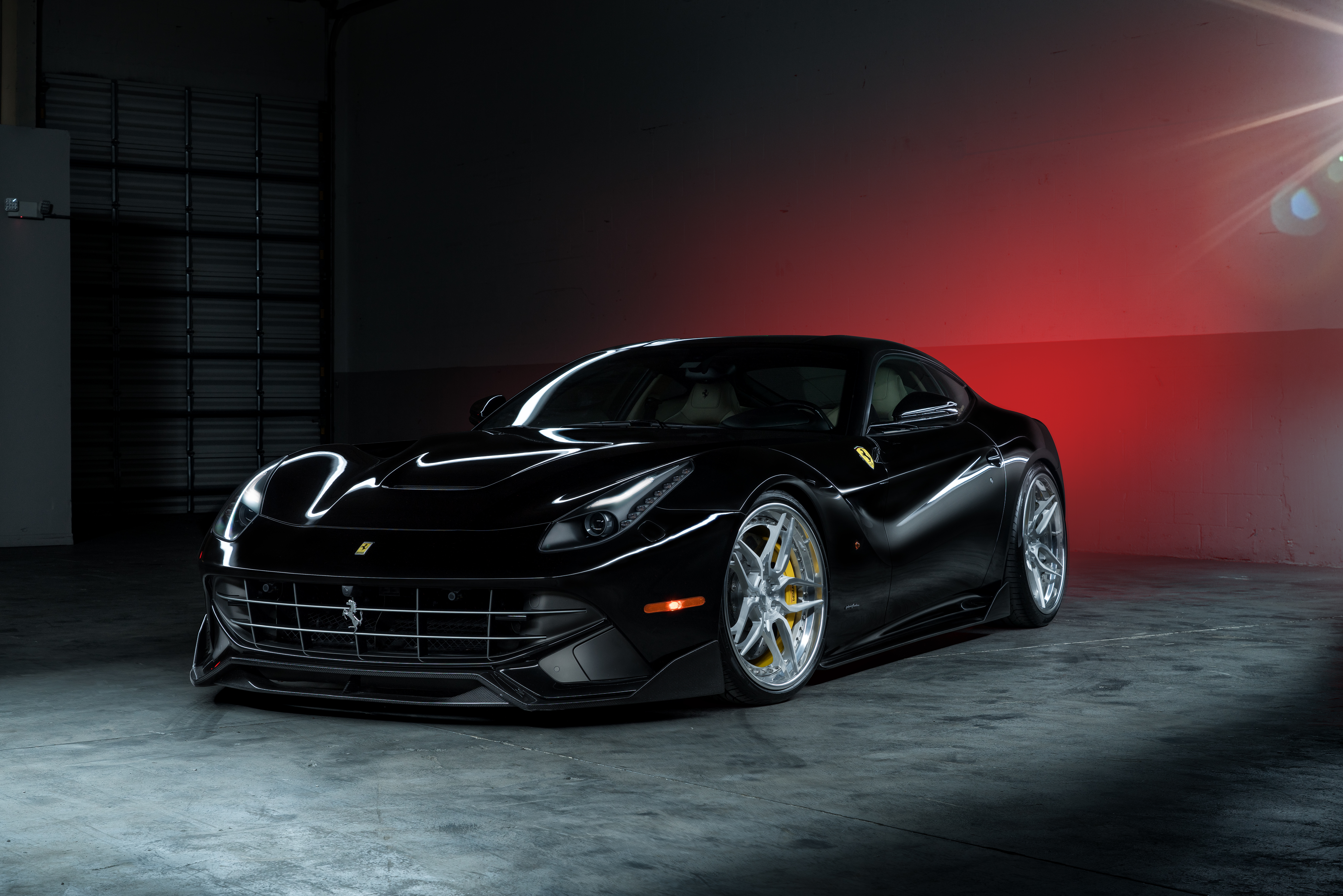 Ferrari F12 дорога забор  № 2437929 без смс