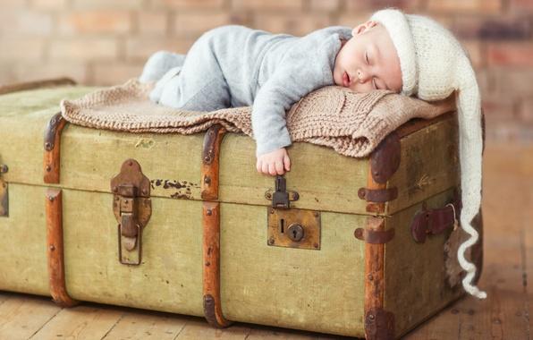 Picture sleep, chest, child