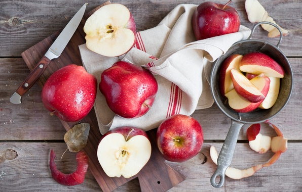 Picture apples, towel, knife, slices
