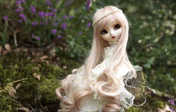 Picture toy, doll, blonde, sitting, long hair