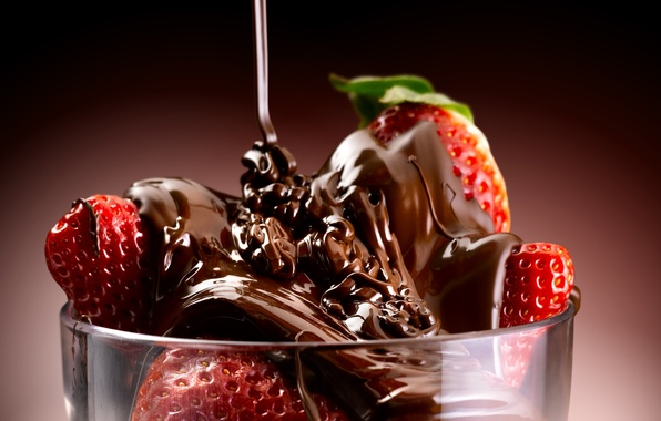 Picture the sweetness, dessert, sweet, dessert, chocolate-covered strawberries, chocolate-covered strawberries, a trickle of chocolate, a stream ...