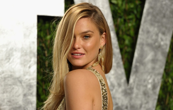 download bar refaeli smile - photo #5