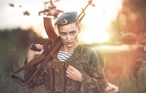 Picture look, girl, face, weapons, model, soldiers, machine, form, takes, Kalash