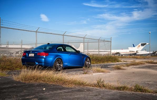 Picture grass, asphalt, blue, bmw, BMW, the fence, rear view, blue, e92