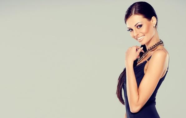 Picture girl, model, makeup, figure, dress, girl, dress, necklace, figure, model, manicure, necklaces, makeup, nail Polish