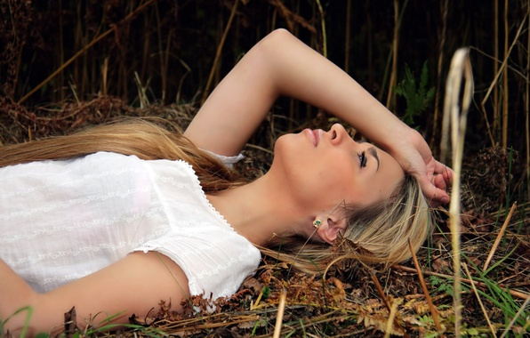 Picture BLONDE, GIRL, NATURE, GRASS, STRAW