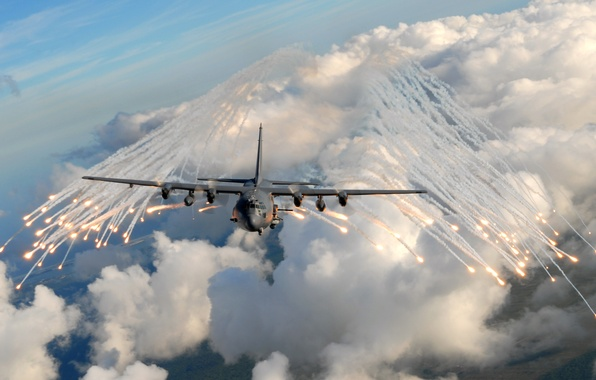 Picture clouds, flight, C-17, American strategic military transport aircraft