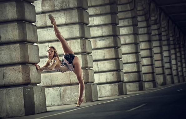 Picture grace, twine, gymnast, position