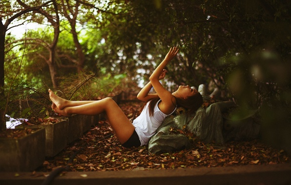 Picture leaves, girl, trees, sweetheart, feet, hair, shorts, barefoot, Mike, brunette, legs, sexy, beautiful, cutie, shorts, …