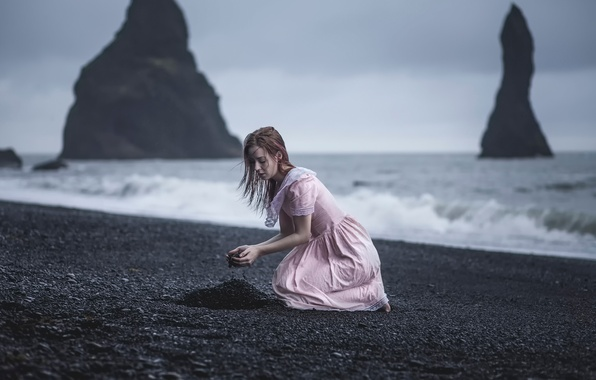 Picture wave, girl, rain, rocks, the wind, shore