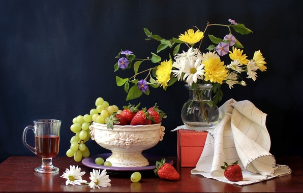 Picture flowers, berries, table, box, glass, chamomile, strawberry, grapes, vase, drink, fruit, still life