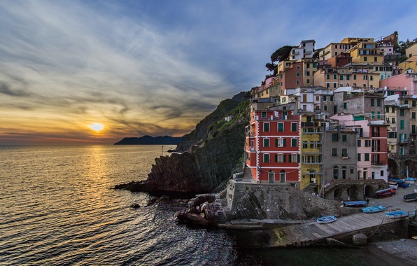 Picture sea, sunset, building, Italy, Italy, The Ligurian sea, Riomaggiore, Riomaggiore, Cinque Terre, Cinque Terre, Liguria, ...