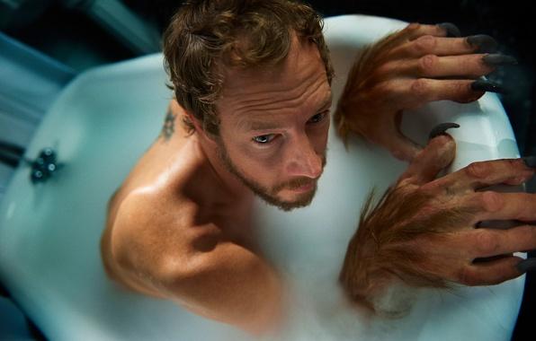Picture bath, actor, Lost Girl, TJ Scott, Kristen Holden-Ried