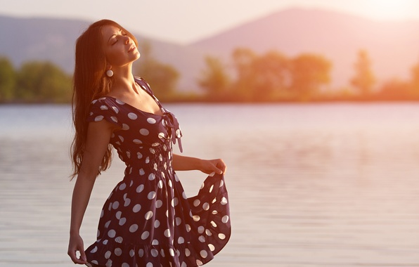 Picture girl, river, morning, brown hair