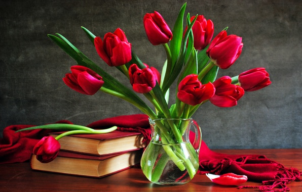 Picture books, bouquet, tulips, vase, still life