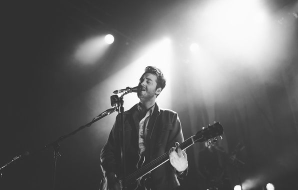 Picture guitar, microphone, singer, Alexandra Cameron, Lord Huron
