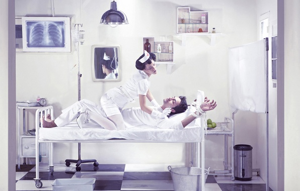 Picture mirror, bucket, bed, nurse, syringe, the, chamber, shelves, the patient, medication