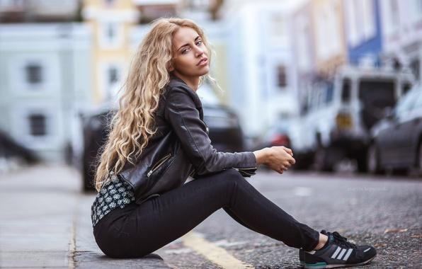 Picture girl, street, Austeja