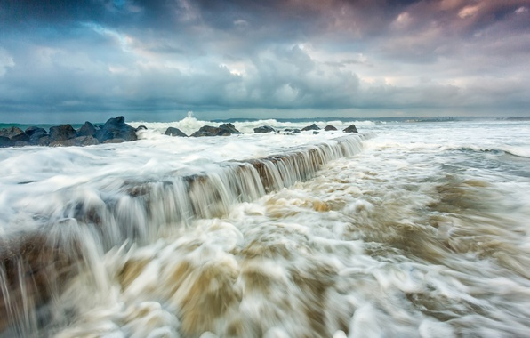 Picture sea, wave, the sky, squirt, clouds, storm, rocks, shore
