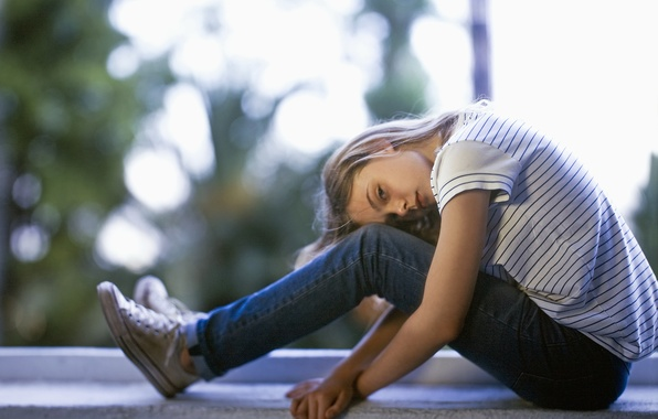 Picture sneakers, jeans, girl, Elle Fanning